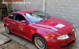 Alfa Romeo GT desno krilo