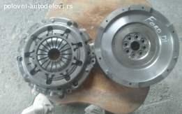 ford-fokus-set-kvacila-opel-kadet-glava-motora